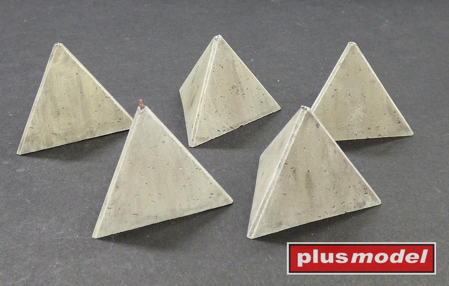 Protitankové betonové zátarasy-jehlany,Set I.
