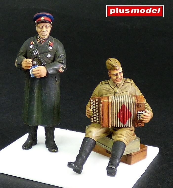 Vojáci Rudé armády,WWII.-harmonikář a důstojník NKVD