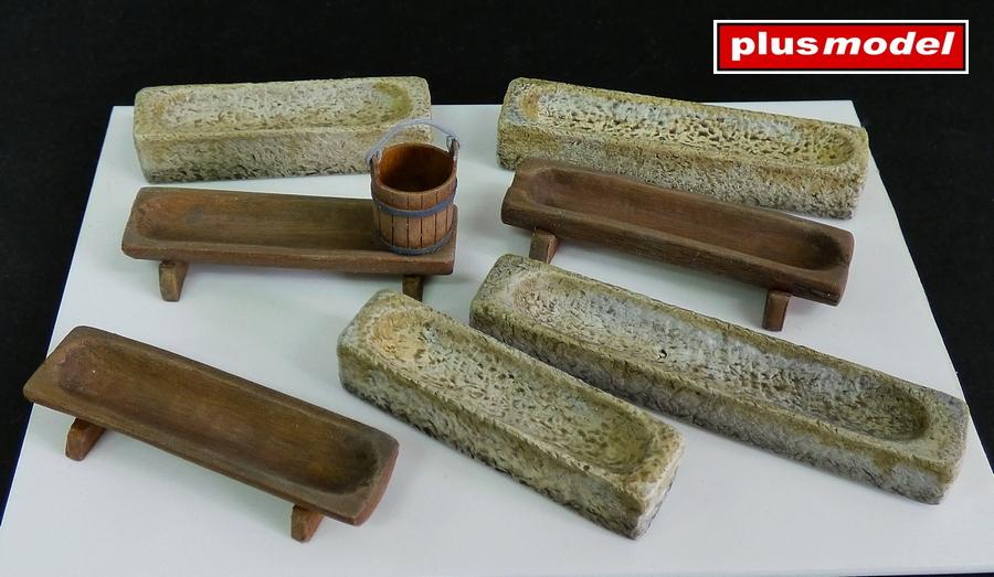 Kamenná a dřevěná koryta