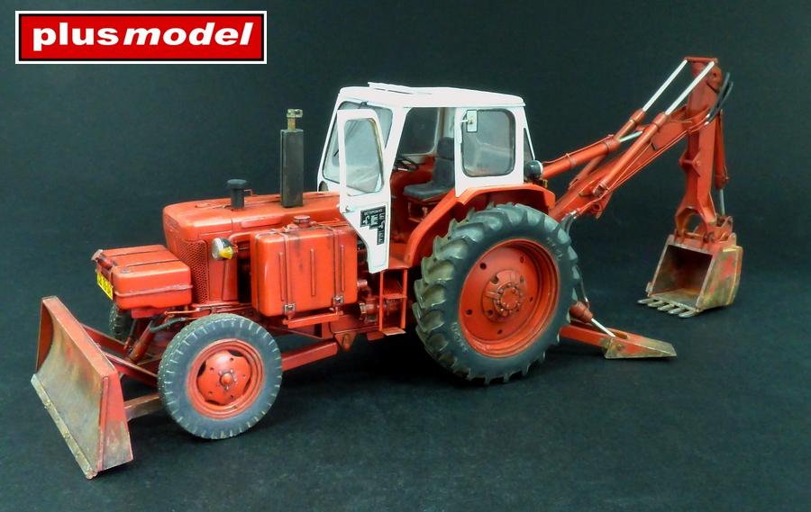 Sovětský traktor-bagr Bělorus