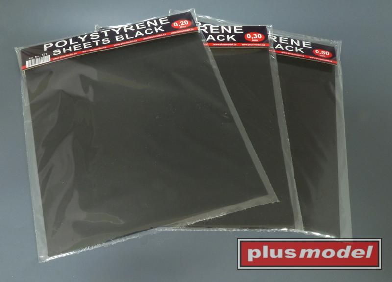 Plastikové destičky černé 0,2 mm velké
