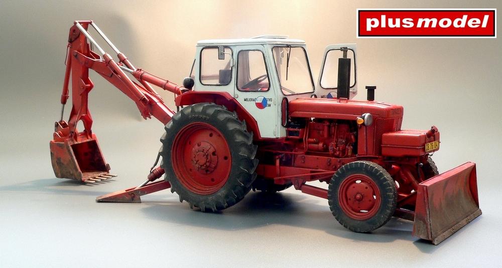 Sovětský traktor-bagr Bělorus-1