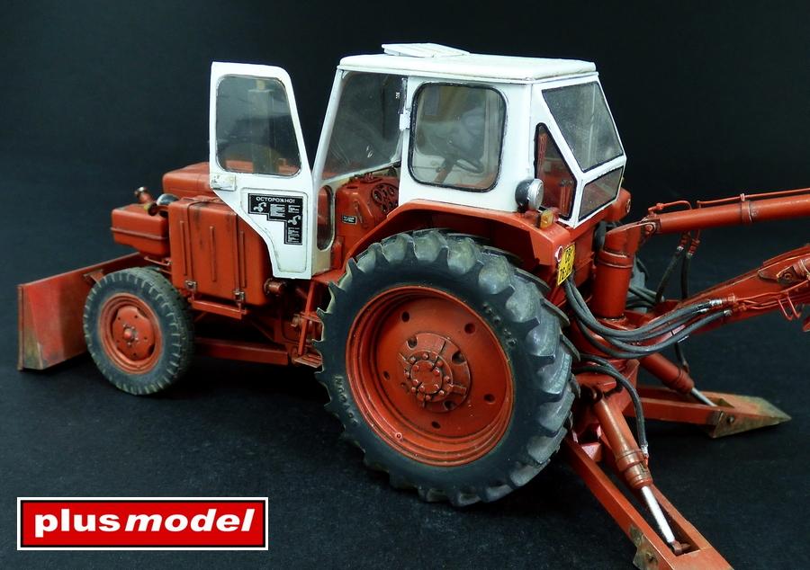 Sovětský traktor-bagr Bělorus-4