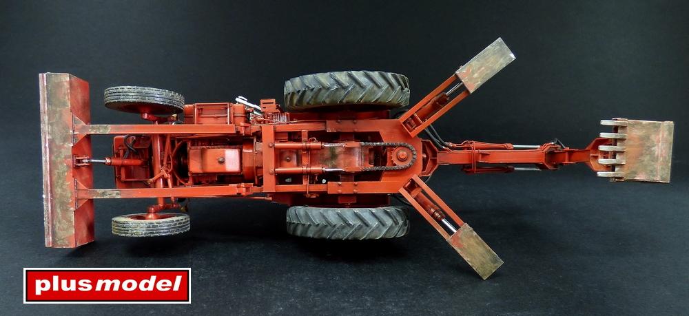 Sovětský traktor-bagr Bělorus-5